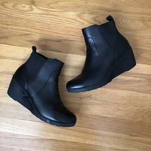Bass leather wedge bootie 9.5 EUC